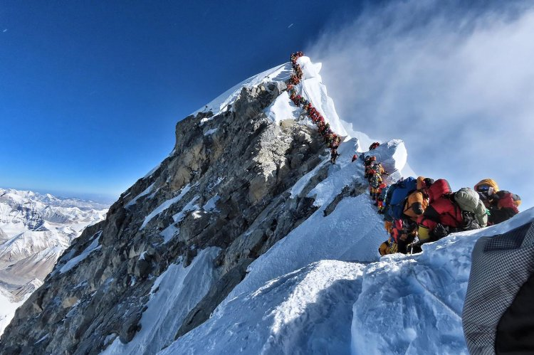 Mount Everest line of climbers